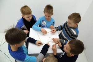 """GRAFICZNE EKSPERYMENTY (I i II) – zajęcia dla dzieci z cyklu """"Sztuka prostoty szuka"""""""